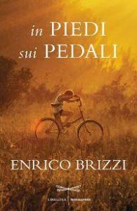 enrico_brizzi_in_piedi_sui_pedali